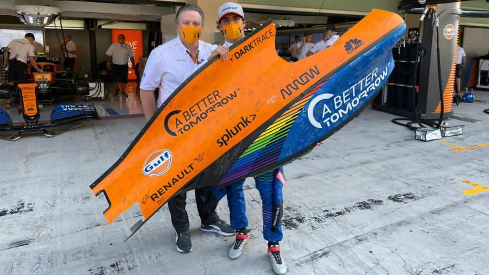Zak Brown, con Carlos Sainz.