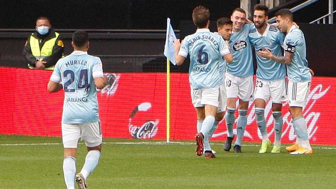 Los jugadores del Celta celebran el gol de Brais Méndez ante el...
