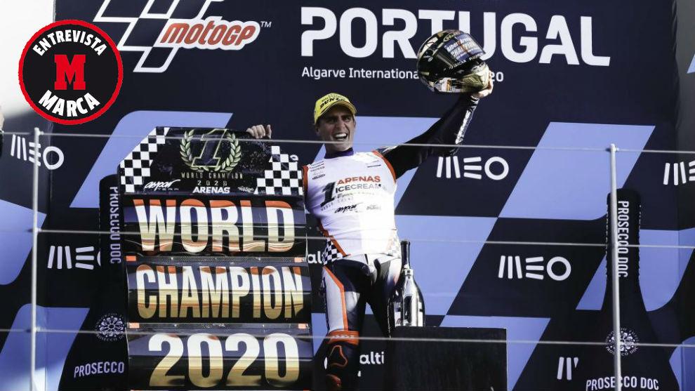 Albert Arenas, en el podio de Portimao, tras ganar el título de...