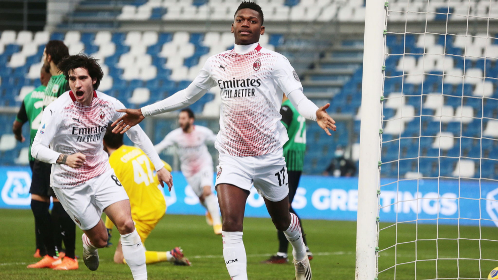 Rafael Leao celebrates his historic goal