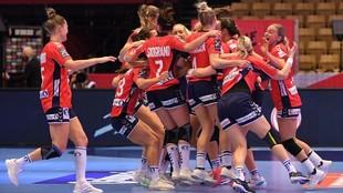 Las jugadoras noruegas celebran el triunfo en la final /