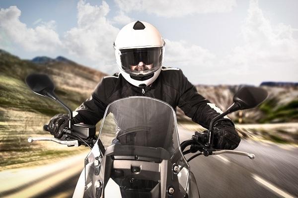 El uso de guantes en carretera será obligatorio para los motoristas.