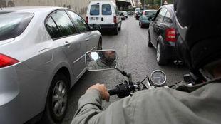 Con esta medida, la DGT pretende evitar que los motoristas circulen...
