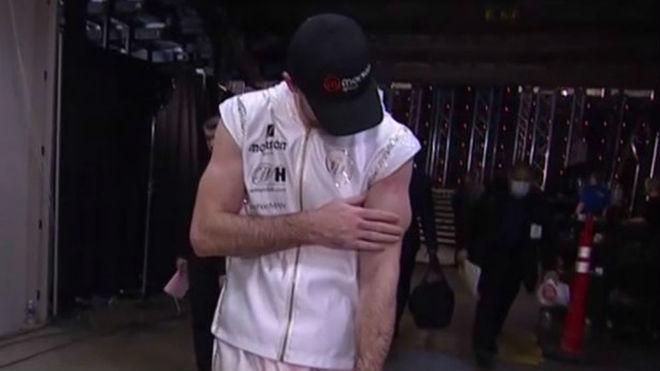 ¡Callum sufrió una aparatosa lesión en el bíceps durante su pelea con Canelo!