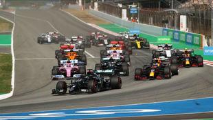 Salida del Gran Premio de España de F1 de 2020.