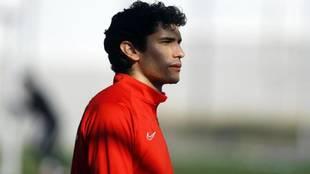Jesús Vallejo, en un entrenamiento con el Granada.