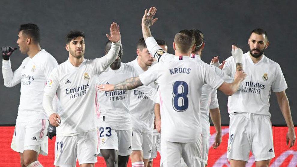 Los jugadores del Madrid celebrando el primer gol ante el Granada