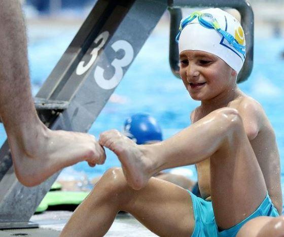 Un niño de 10 años y sin brazos, deportista del año en Bosnia