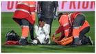 Rodrygo, con las manos en la cara tras la gravr lesión que sufrió...