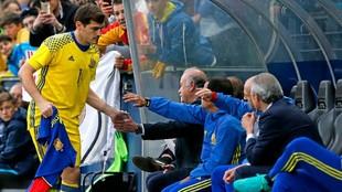 Iker Casillas junto a Vicente del Bosque.