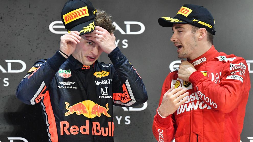 Leclerc habla con Verstappen.