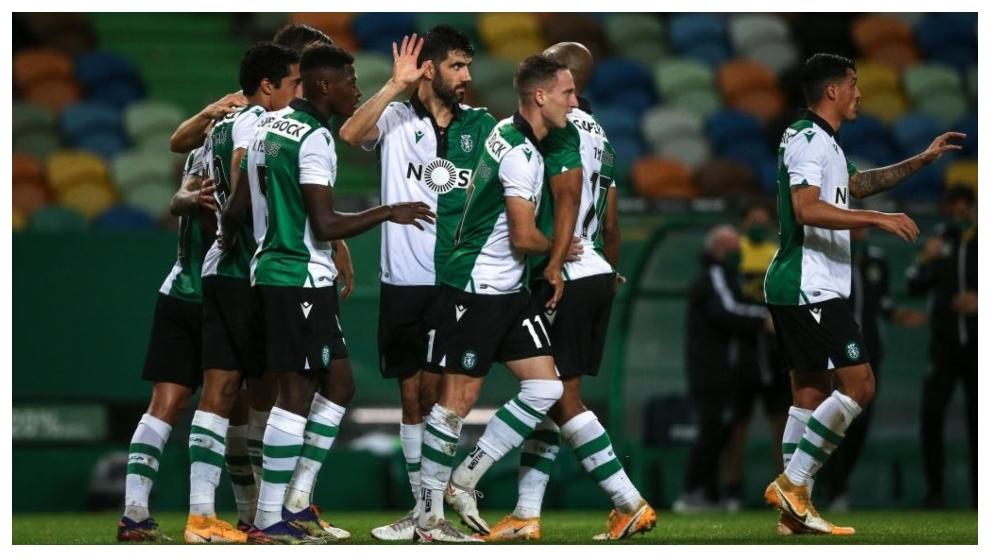 Los jugadores del Sporting CP celebran un gol en Copa contra el Paços...