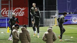Giménez entrenando con el grupo después de su lesión.
