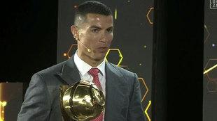 Cristiano, recogiendo su premio en la gala Globe Soccer Awards