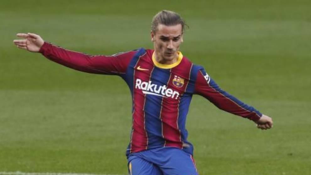 El Barça, con tres centrales y con Busquets y Coutinho en el banquillo