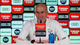 Zinedine Zidane, durante una rueda de prensa en Valdebebas.