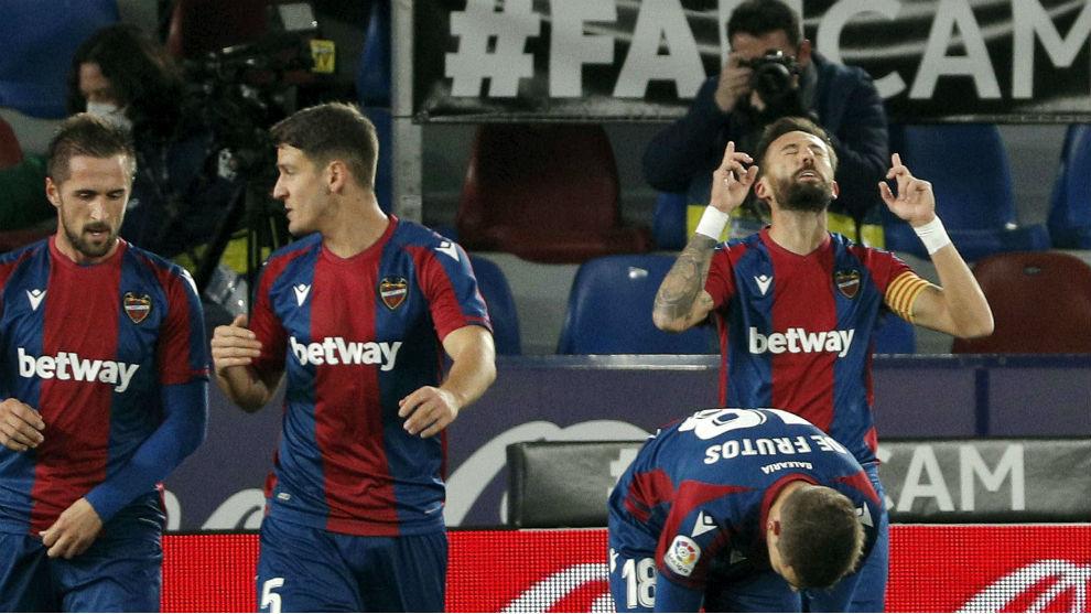Morales, celebrando un gol
