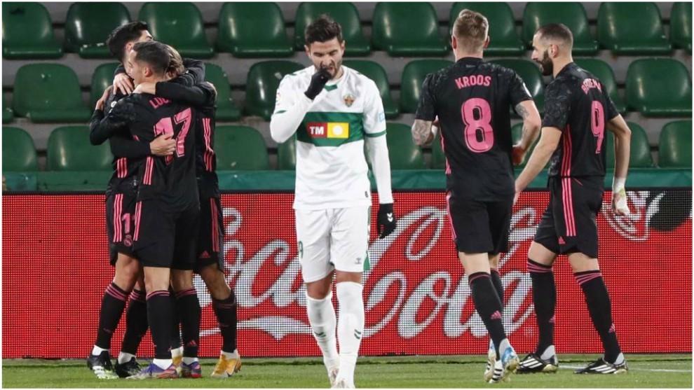 Asensio y Lucas abrazan a Modric, con Kroos y Benzema llegando a la...