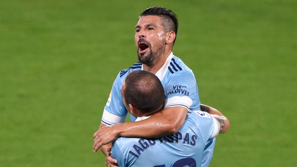 Aspas y Nolito celebran un gol.