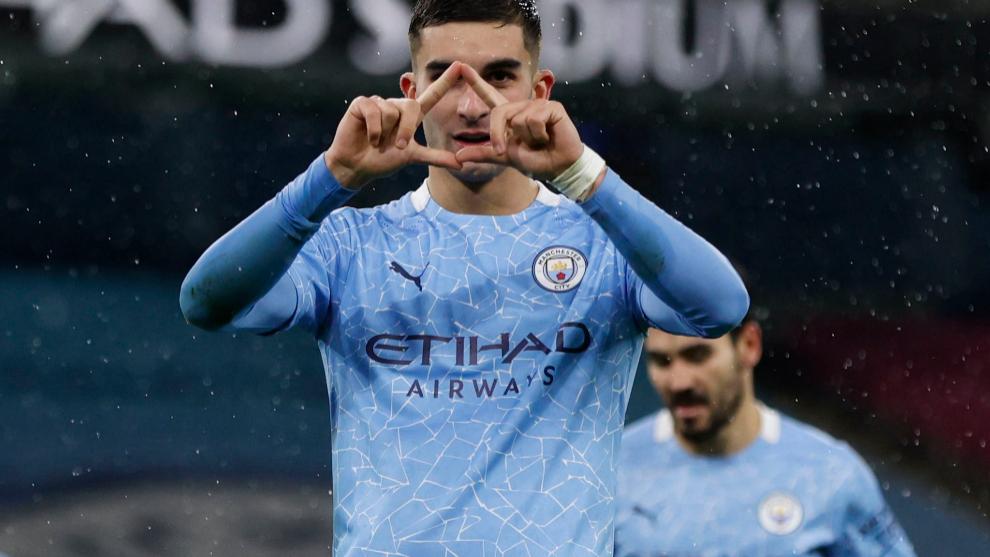 Ferran Torres celebra un tanto con el Manchester City