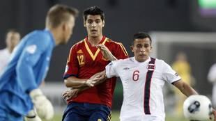 Omar Elabdellaoui, ante Morata en un España-Noruega.