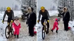 ¡Puede caerle un año de cárcel! El indignante rodillazo de un ciclista a una niña le que saldrá caro