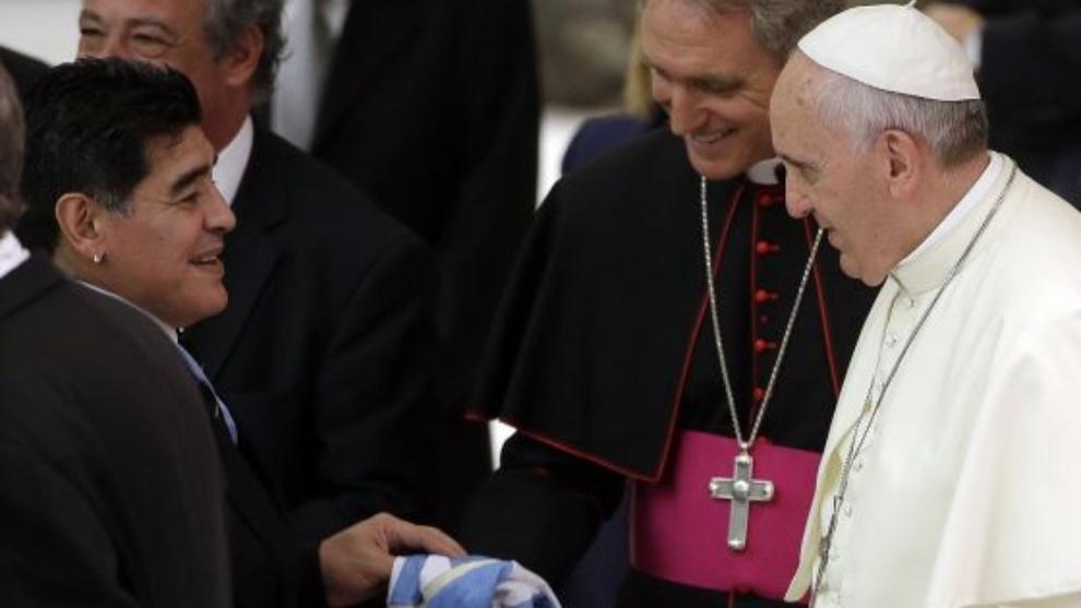 Maradona con el Papa Francisco en el Vaticano en el 2014 |