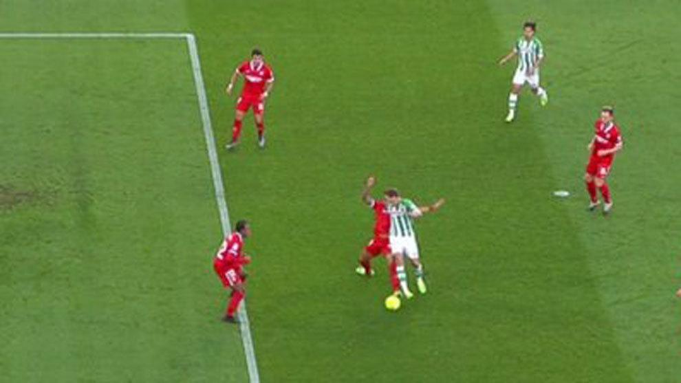 """Reacciones: """"La acción de Diego Carlos a Loren no es para señalar penalti"""""""