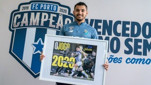 Tecatito Corona, el mejor jugador en la Liga de Portugal.
