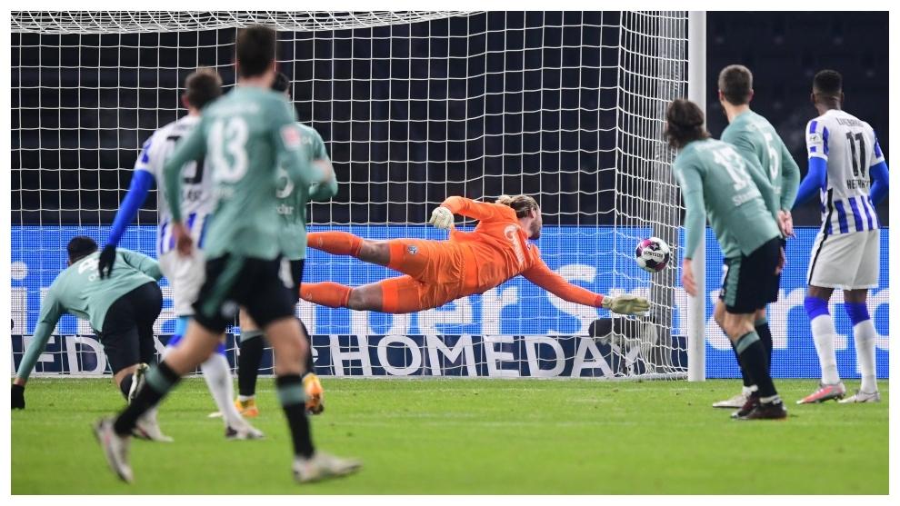 Gol del Hertha ante en Schalke o4 ayer en Berlín.