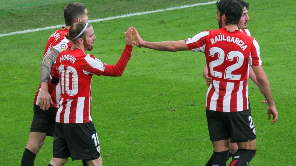 Los jugadores del Athletic celebran el gol de Muniain.