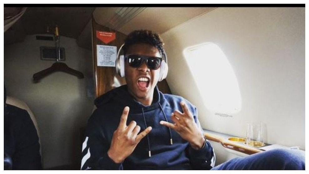 David Alaba listening to music
