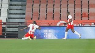 Sadiq celebra uno de los goles que marcó a la Ponferradina