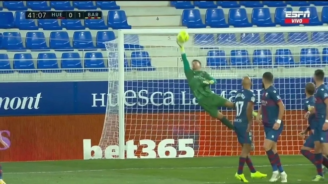 The stunning save that denied Messi a freekick goal