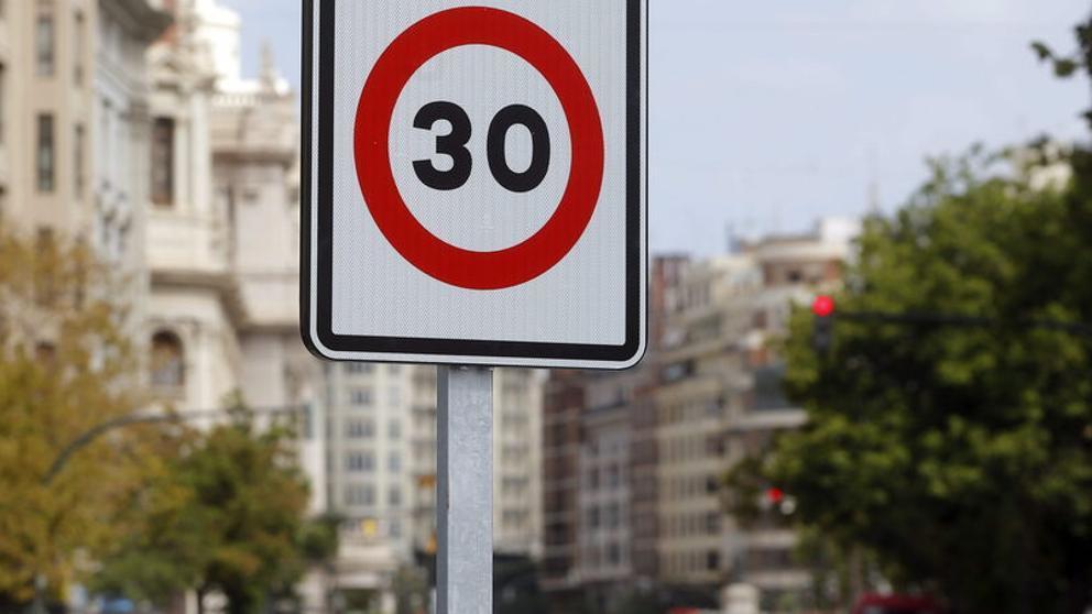 El límite de velocidad a 30 km/h en vías urbanas entrará en vigor en mayo.