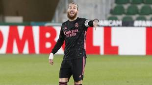 Ramos, dando instrucciones en su último partido con el Real Madrid.