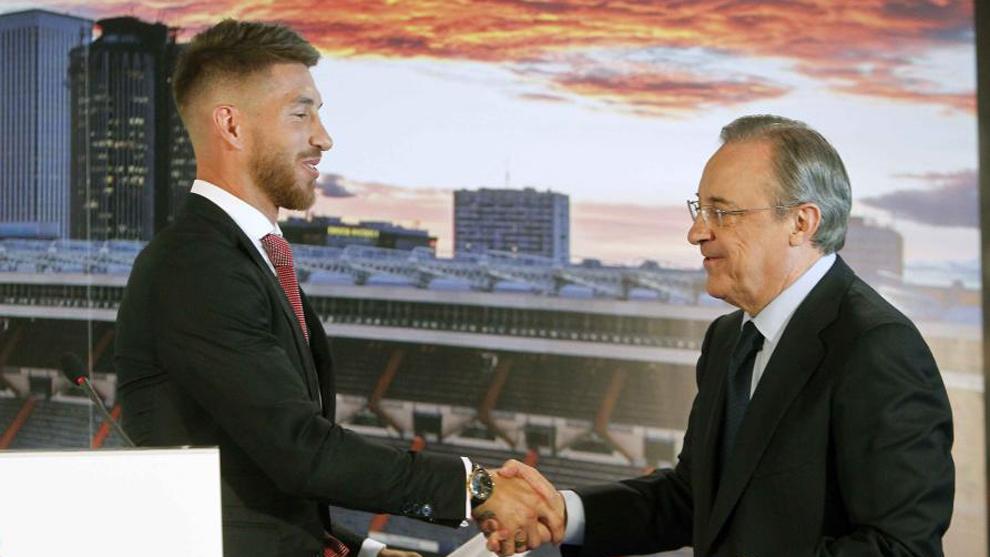 Sergio Ramos y Florenino en la última renovación pública, 2015
