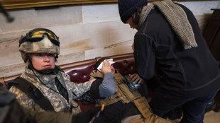 El asalto al Congreso de EEUU de partidarios de Trump, en directo: la policía saca las armas