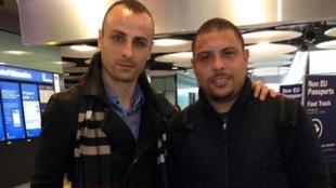Berbatov con Ronaldo en el aeropuerto en una imagen de 2014.