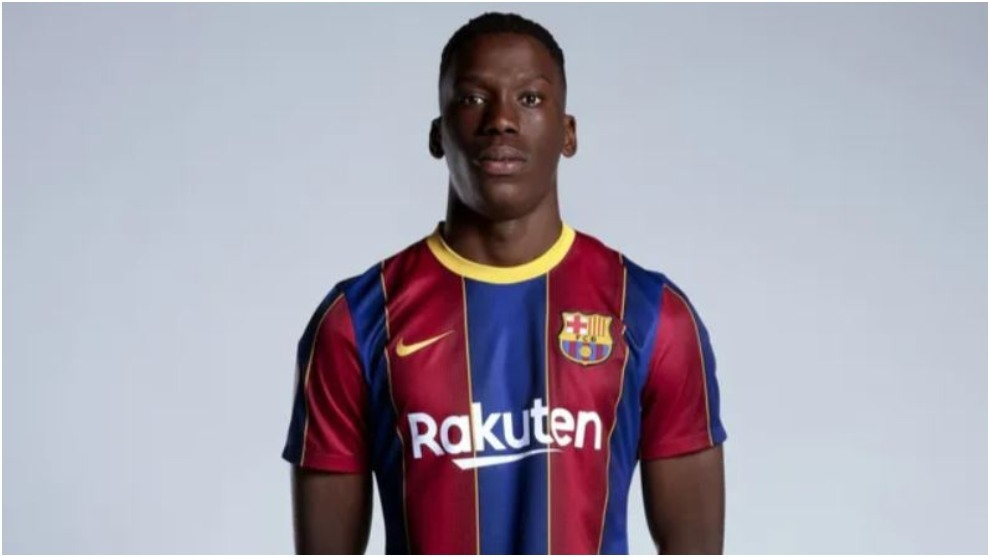 Ilaix Moriba with Barcelona.