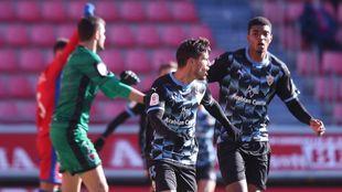 Robertone celebra uno de los dos goles del Almería en Los Pajaritos