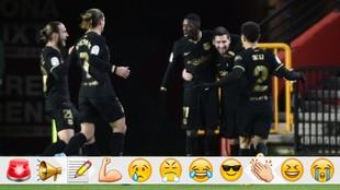 Los jugadores del Barcelona celebran un gol en Los Cármenes.