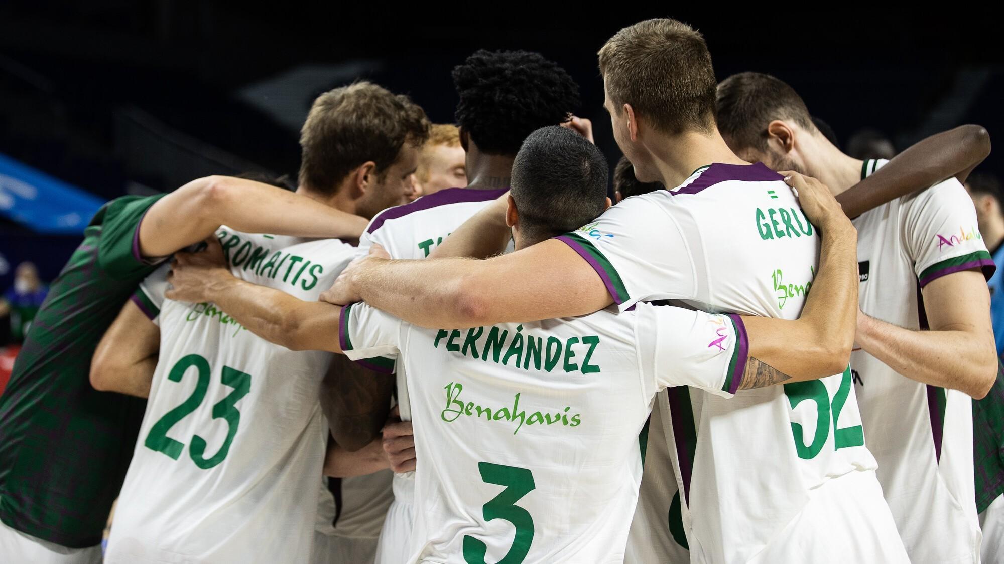 Los jugadores del Unicaja celebran una victoria.