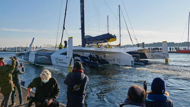El Gitana 17 parte del puerto francés de Lorient.