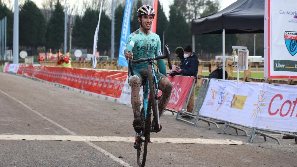 Felipe Orts celebrando el título de campeón
