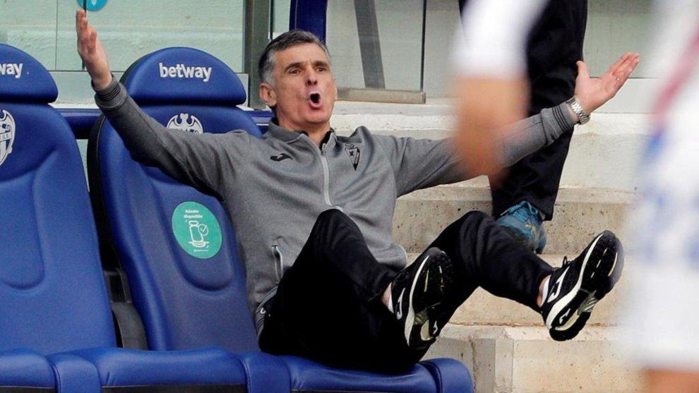 "Mendilibar: ""No me sorprende el nivel de Morales,  no sé si lo va a seguir dando aquí"""