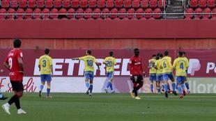 Los jugadores de la UD celebran el gol de Araujo en Son Moix