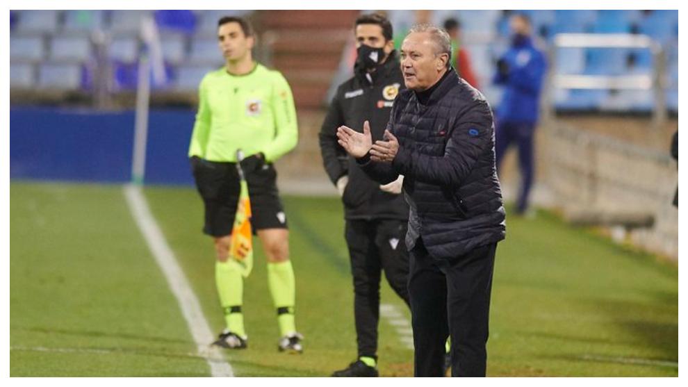 Juan Ignacio Martínez anima a sus jugadores en el último partido en...