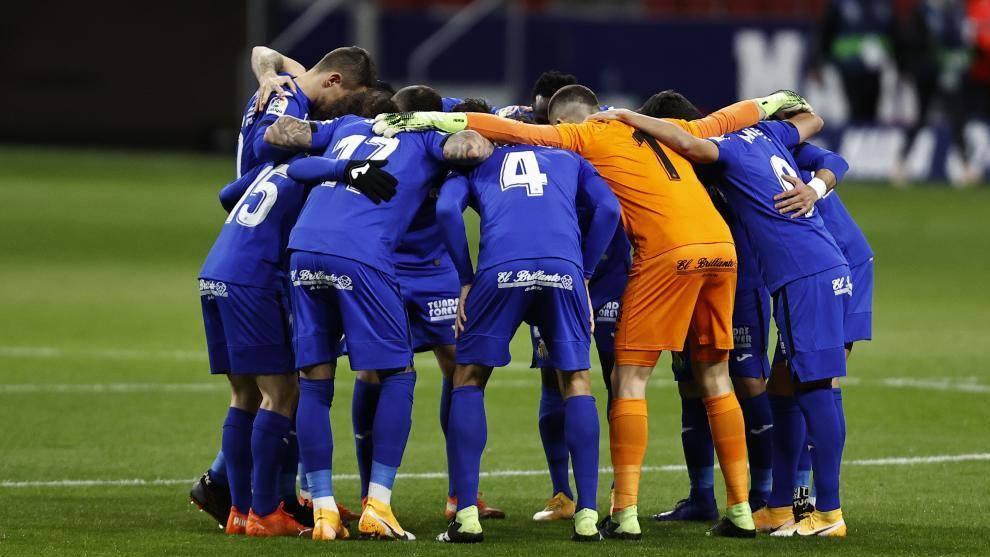 Los jugadores del Getafe se conjuran antes de un partido.