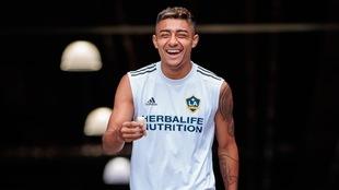 Julián Araujo, de 19 años, podría elegir jugar con la selección...
